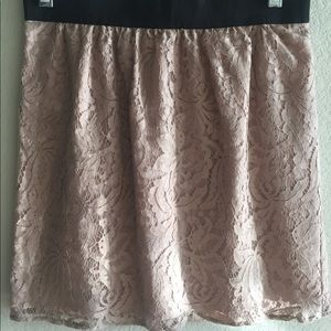 Ann Taylor dusty rose lace skirt - size 0